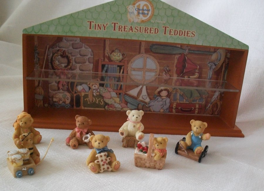 Set: Tiny Treasured Teddies & Haus